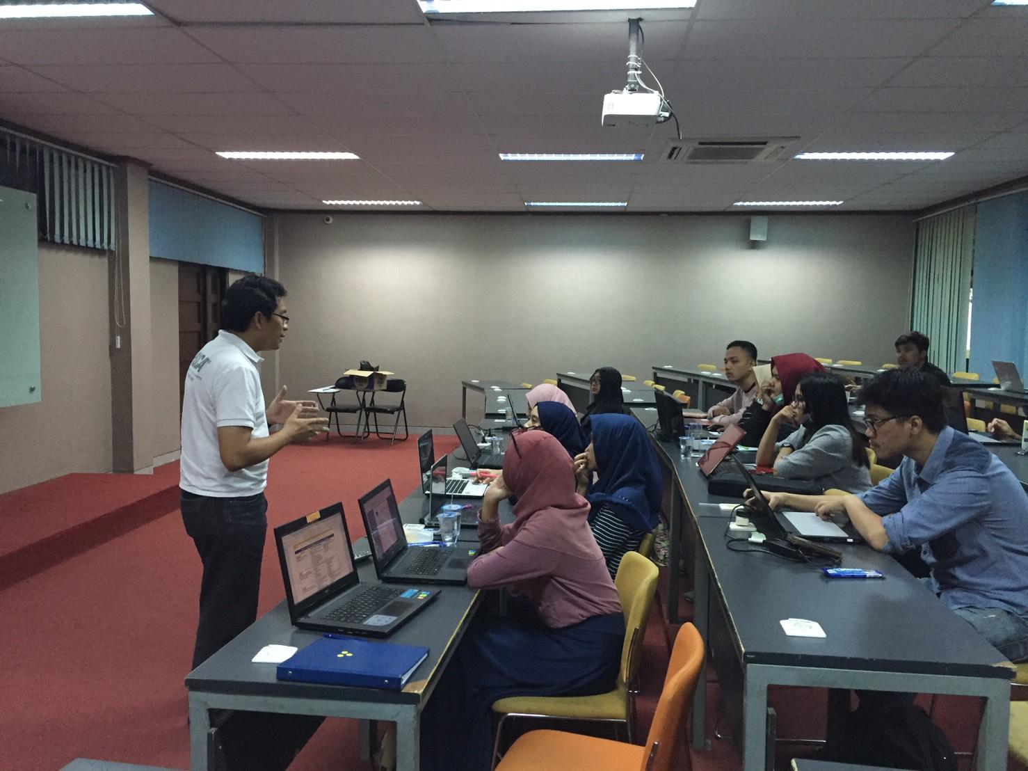 Bapak Rahmat Mulyana menjadi mentor Study Group Sesi 1